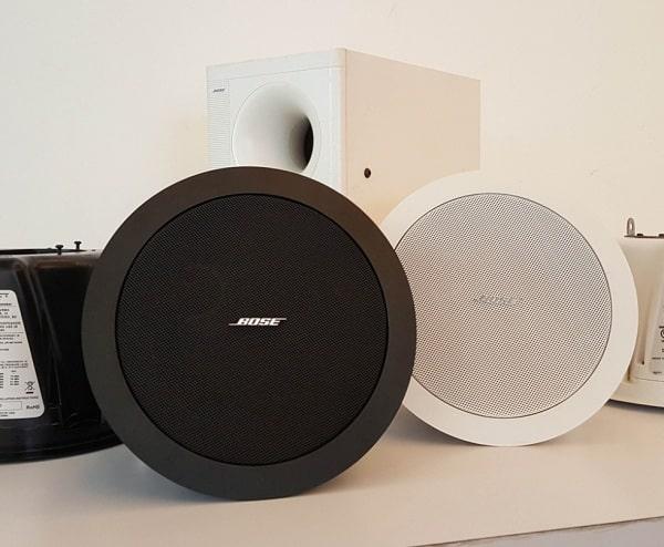 Loa âm trần bluetooth là dòng sản phẩm có tích hợp kết nối không dây bluetooth