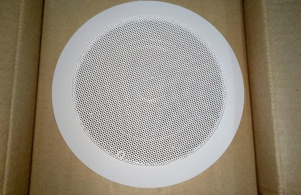 Loa âm trần là thiết bị không thể thiếu trong hệ thống âm thanh loa âm trần quán cafe