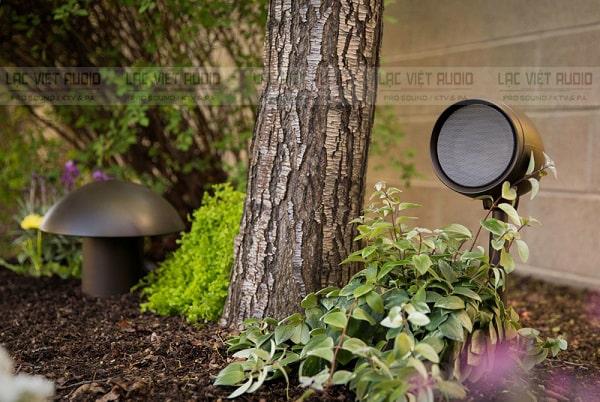 Loa cafe sân vườn có nhiều ưu điểm như dễ sử dụng lắp đặt, chất âm hay