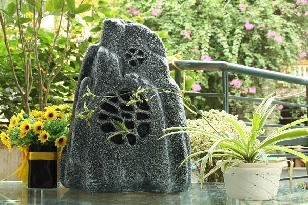 Loa giả đá là giải pháp hoàn hảo mới cho hệ thống âm thanh cafe sân vườn