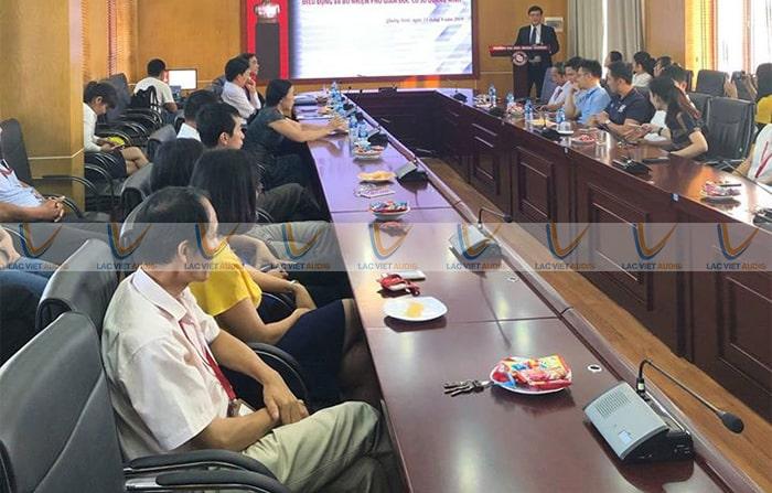 Micro cổ ngỗng không dây trong phòng họp, hội thảo ..