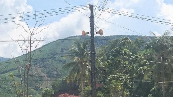 Hình loa phát thanh trên vùng núi
