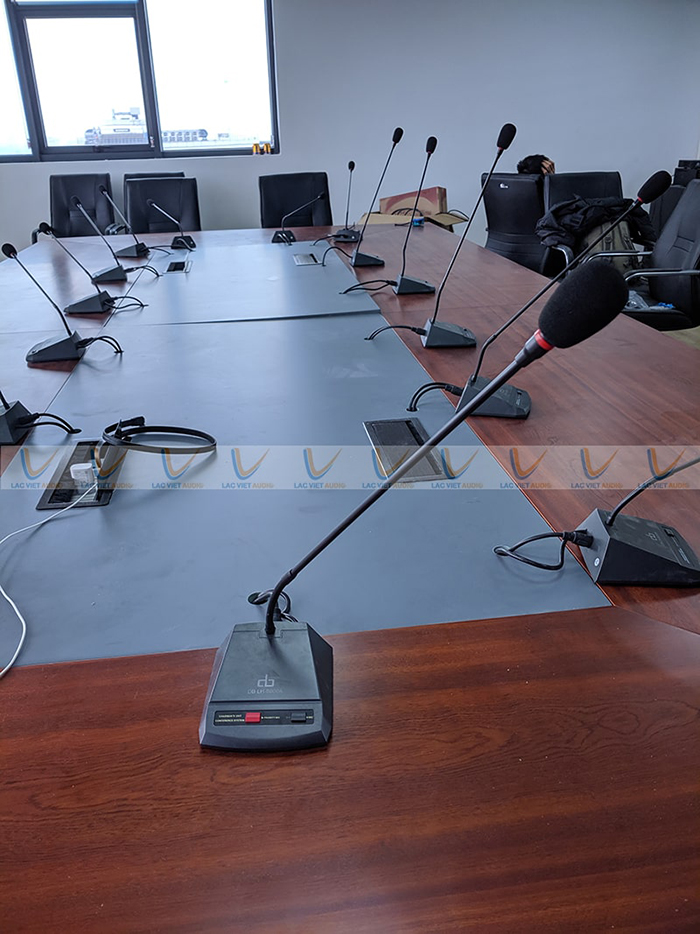 Micro chủ tọa được sử dụng có khả năng điều khiển cuộc họp dễ dàng