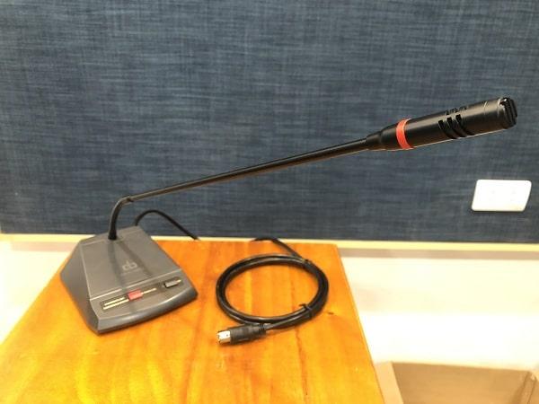 Phần cổ ngỗng của mic có thể xoay hướng linh hoạt