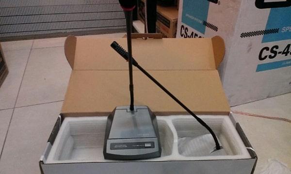 Phần đế mic có giao diện dễ sử dụng
